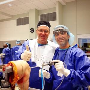 Curso de destrezas quirúrgicas de rodilla de la Academia Americana de Ortopedia y Traumatología, con el Dr. Christopher Harner